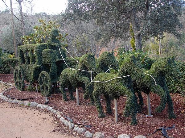 Detalle de carroza de la Cenicienta hecha con platas en el Bosque Encantado