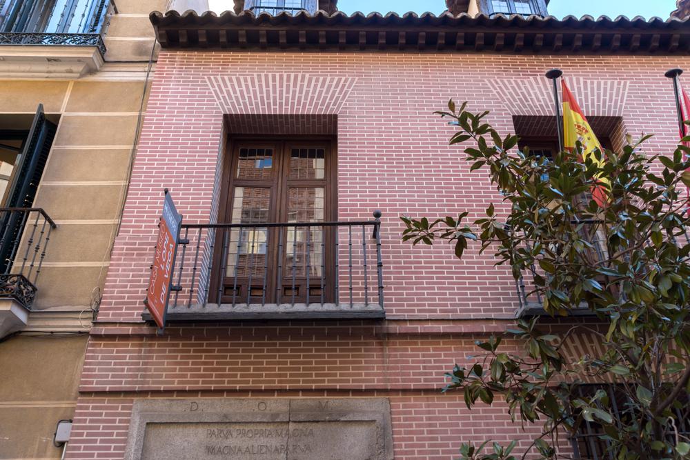 Detalle de la fachada Casa-Museo Lope de Vega en el Barrio de las Letras en Madrid