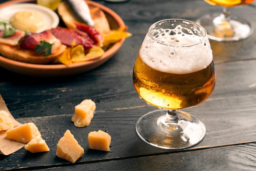 Copa de cerveza con tapa gratis