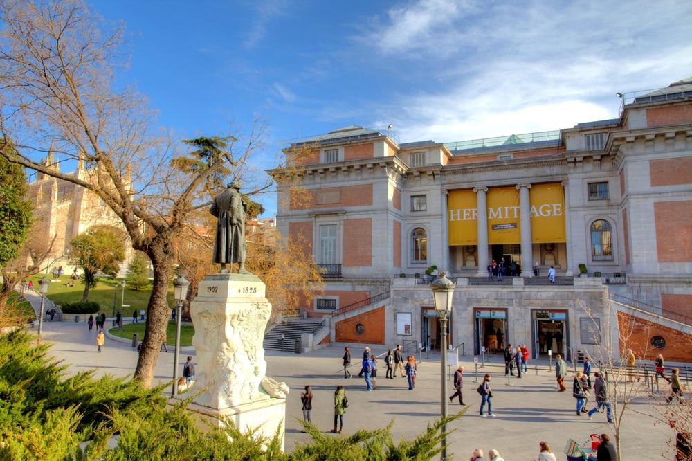 Entrada al museo delPrado. Puerta lateral de Goya en la calle de Felipe IV