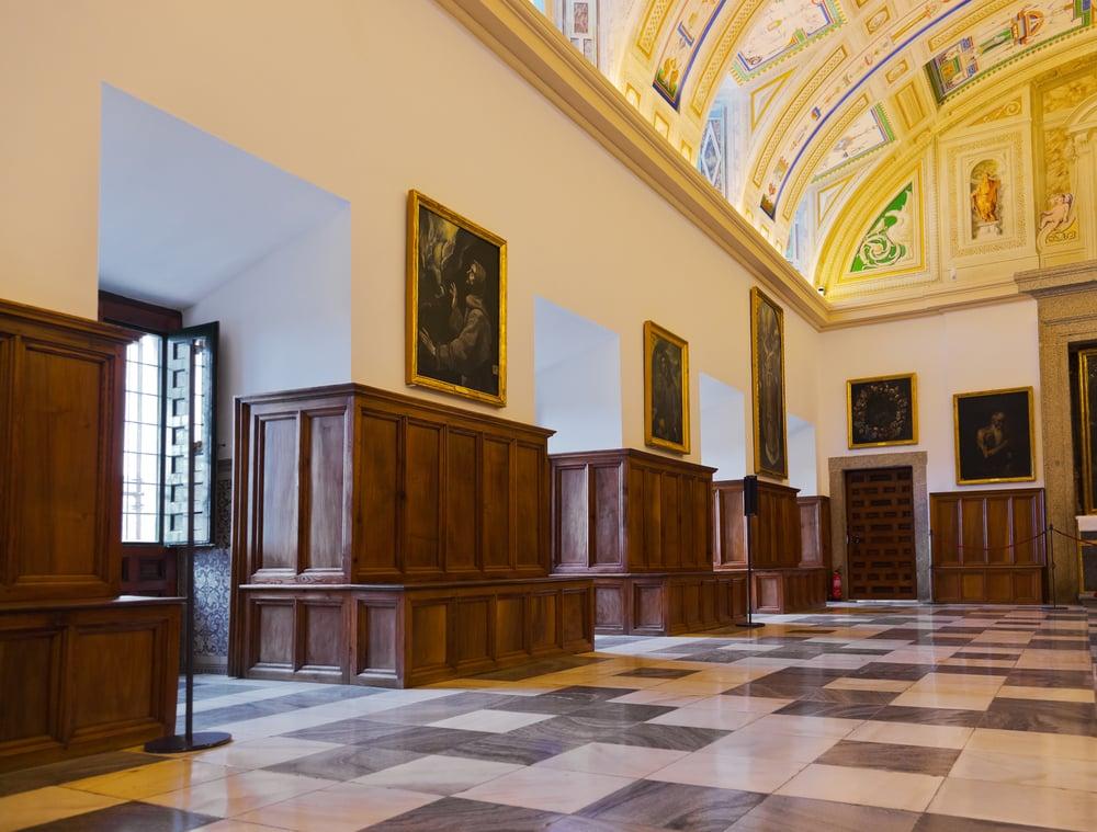 Interior, sala con pinturas del monasterio de El Escorial