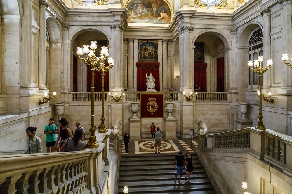 Escalinatas principales acceso Palacio Real de Madrid