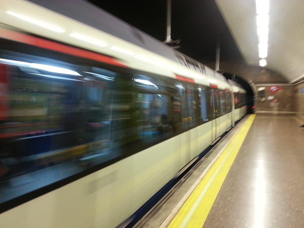 Metro Madrid Suburbano Tren de metro pasando