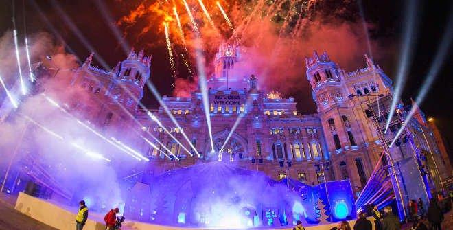 Fuegos artificiales en Placio de Cibeles final de la Cabalgata de Reyes