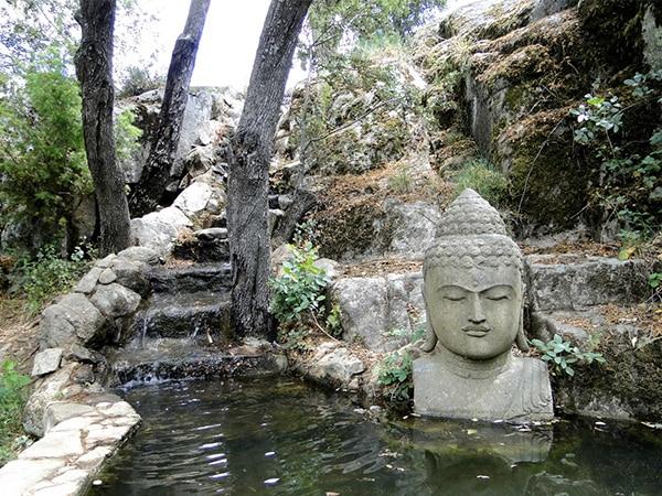 Fuente con Budha en el Bosque Encantado