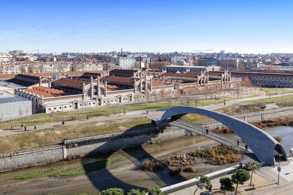 Madrid Río con el centro cultural Matadero al fondo