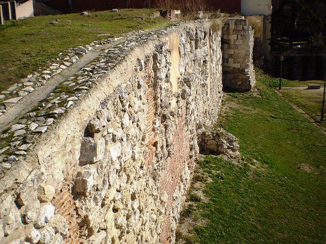 Madrid -Restos de la muralla musulmana en la Cuesta de la Vega