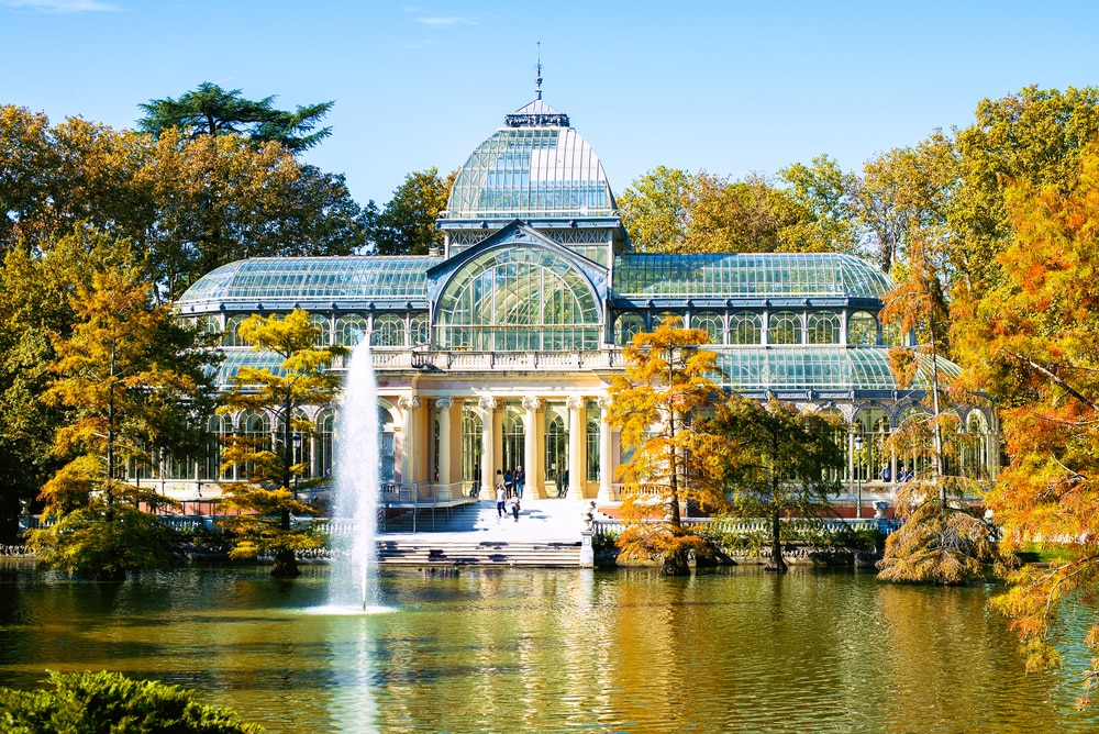 El Retiro, lago con fuente Palacio de Cristal Madrid