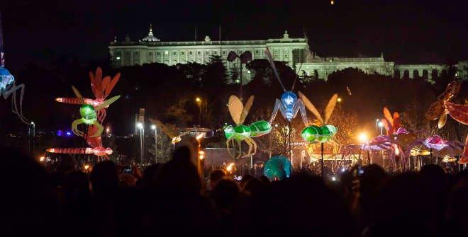 Pasacalles de luces en Madrid Río para celebrar el solsticio de invierno