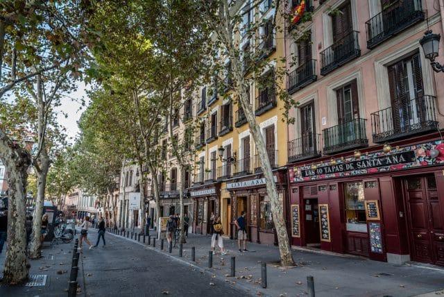 Clle de Madrid con viviendas para alquilar