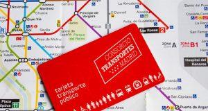 tarjeta de trasnporte público de Madrid sobre un plano de metro