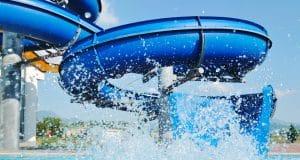 Toboganes parque acuáticos en espiral