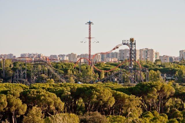 Vista general del parque de atracciones de Madrid