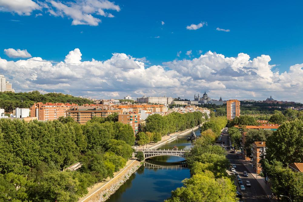 Zona Madrid Río. Vista general río manzanares, puente