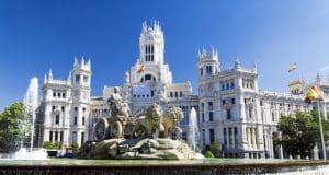 Plaza de cibeles junto al ayuntamiento de Madrid