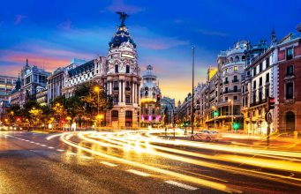 Confluencia Gran via y calle alcala en Madrid