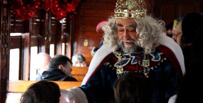 Detalle del rey Melchor en el tren de la Navidad